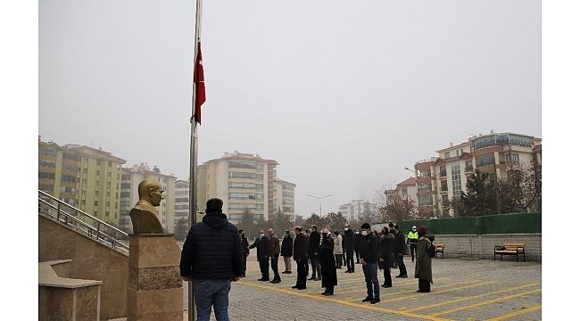 Elazığ'da bayrak töreni eşliğinde istiklal Marşı okundu