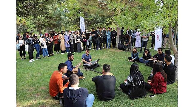 Elazığ'da üniversite öğrencilerine motivasyon konseri